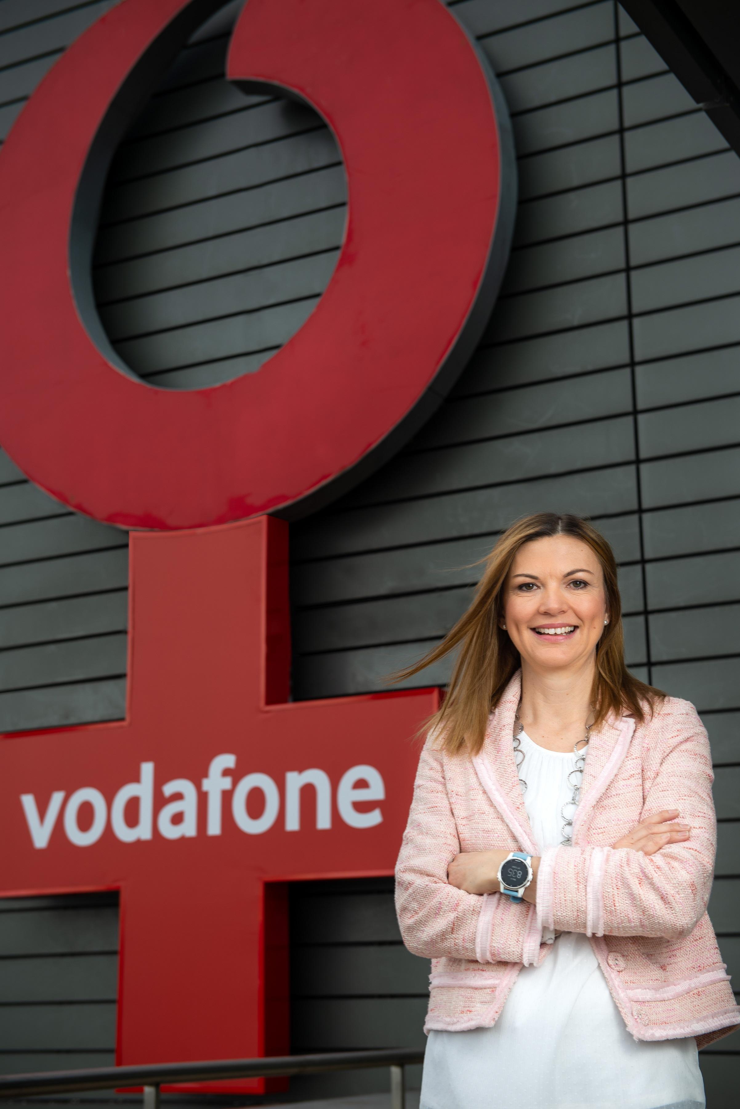ea728b34ec Női szimbólumra cserélte vállalati jelképét a Vodafone